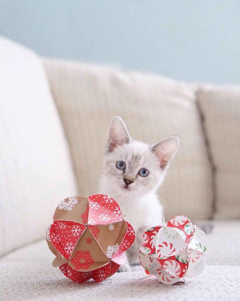how-to-make-paper-ball-ornaments