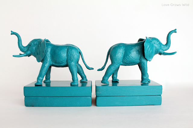 Plastic_Elephant_Book_Ends_2-1