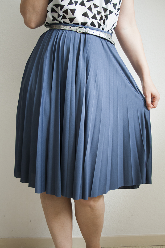 halter-dress-into-midi-skirt-makeover