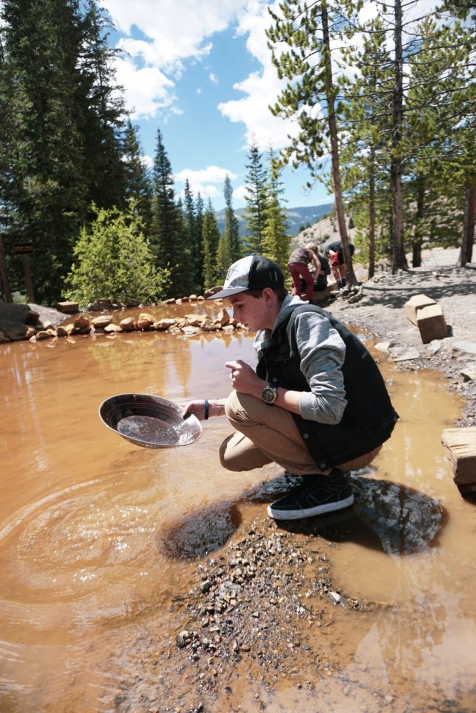 gold-panning-colorado-breckenridge-country-boy-mine