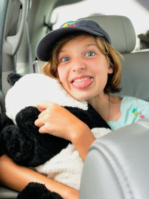happy-kid-inside-car-road-trip